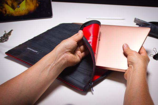 Laptoptasche aus Fahrradschlauch innefarbe rot